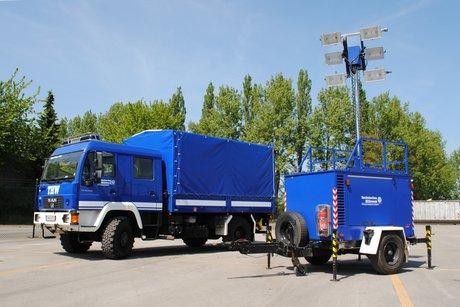 THW-LV-BW Fahrzeuge einer Fachgruppe Beleuchtung mit ...